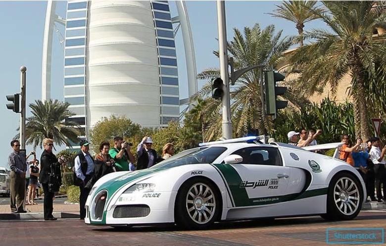 Bugatti Veyron masina de politie