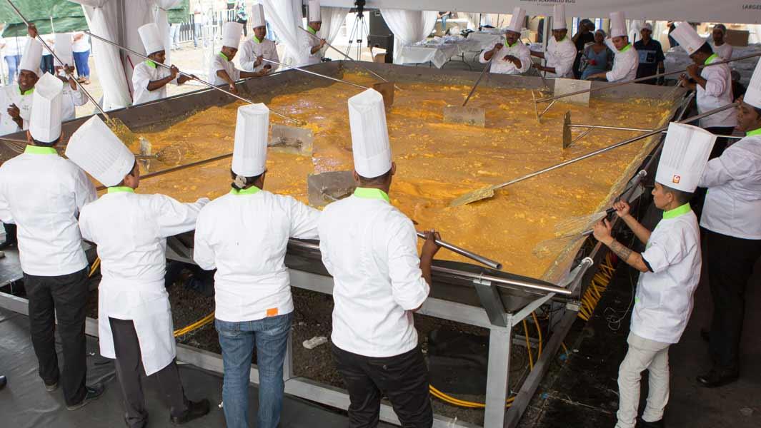 Record omleta oua amestecate