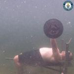 Impins cu bara pe plan drept sub apa
