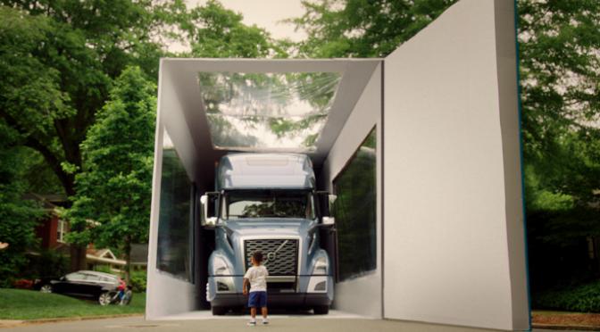 Despachetarea celui mai mare camion ambalat